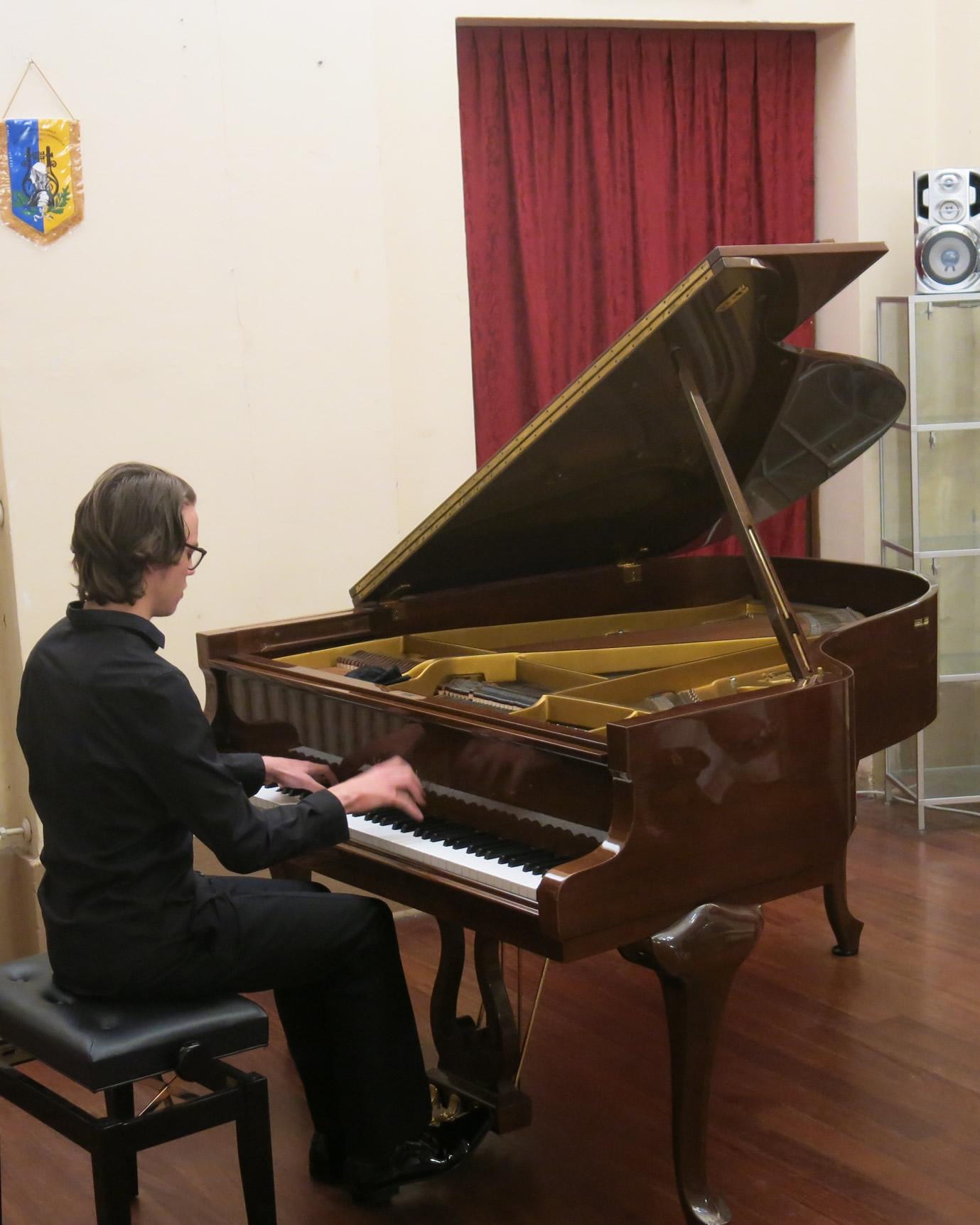"""Il pianoforte di Marco Ottaviani, """"Premio Schumann 2018"""", per Mirandola Classica Estate"""